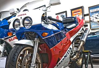 1990-Honda-RC-30-sm