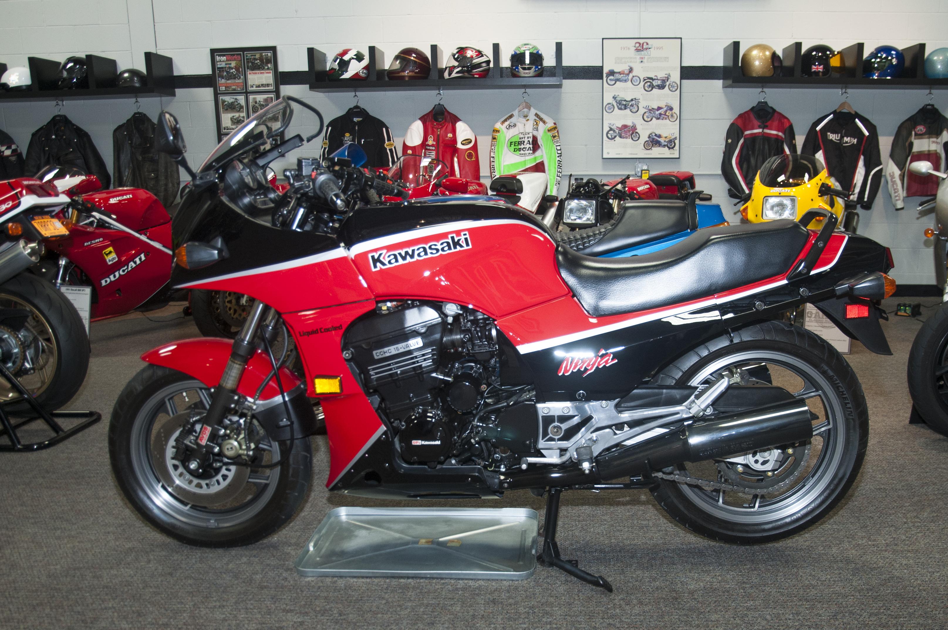 Kawasaki 900 Ninja 1985 (2)